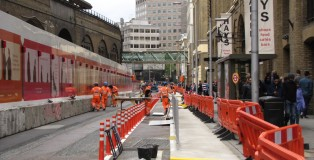 Narrow stretch of new lanes on Tooley St